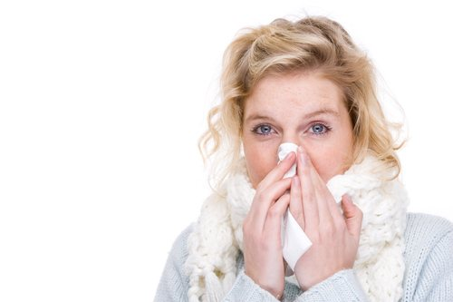 What is the difference between the common cold and the flu?